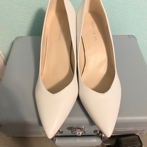 ☁️ Marc Fisher White Pointed Pumps ☁️